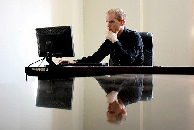 Czy warto korzystać z szybkiego faktoringu dla firm?